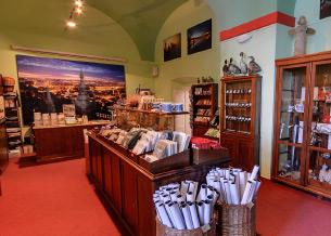 הנחות היסוד של חנות המוזיאון | גשר קארל מוזיאון